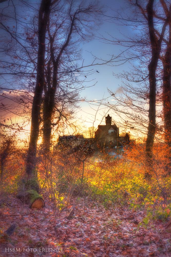 You are currently viewing 1 Foto der Burg Ronneburg im Abendlicht, magisch